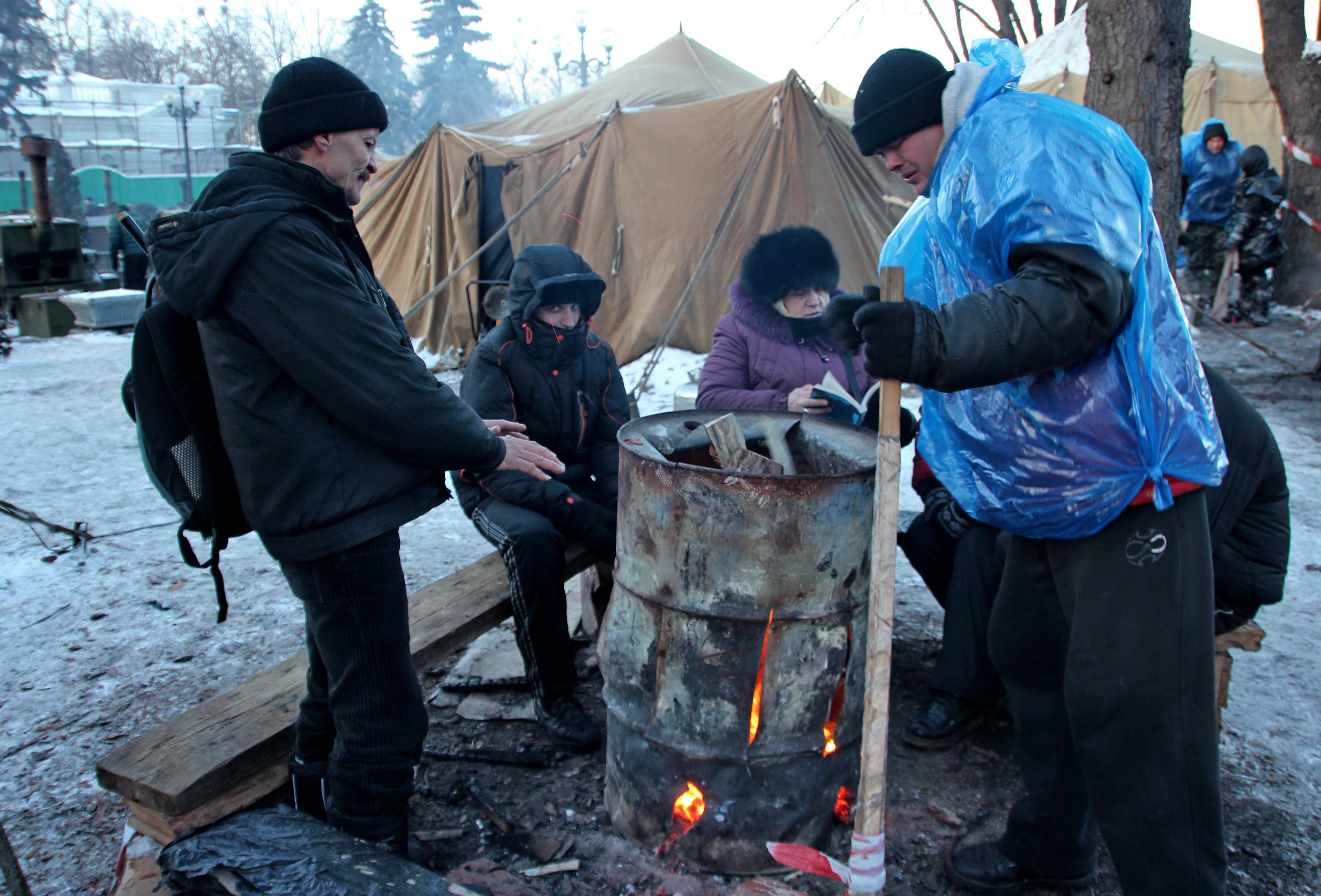Украина, Киев, Мариинский парк. Антимайдан - палаточный лагерь возле Верховной Рады сторонников Президента Януковича и партии регионов.