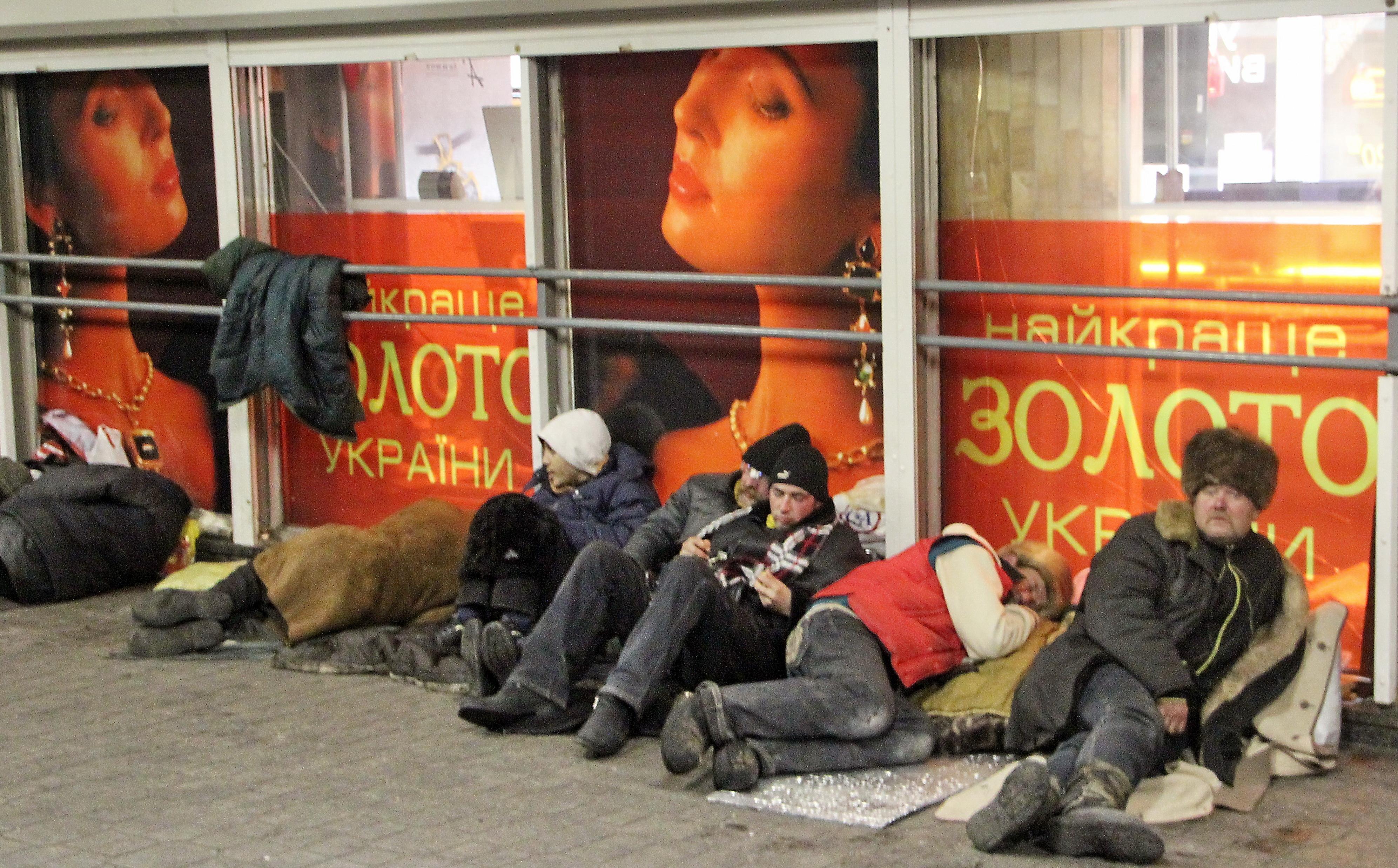 Киев. Бездомные в подземном переходе под Майданом Незалежности. Февраль 2014