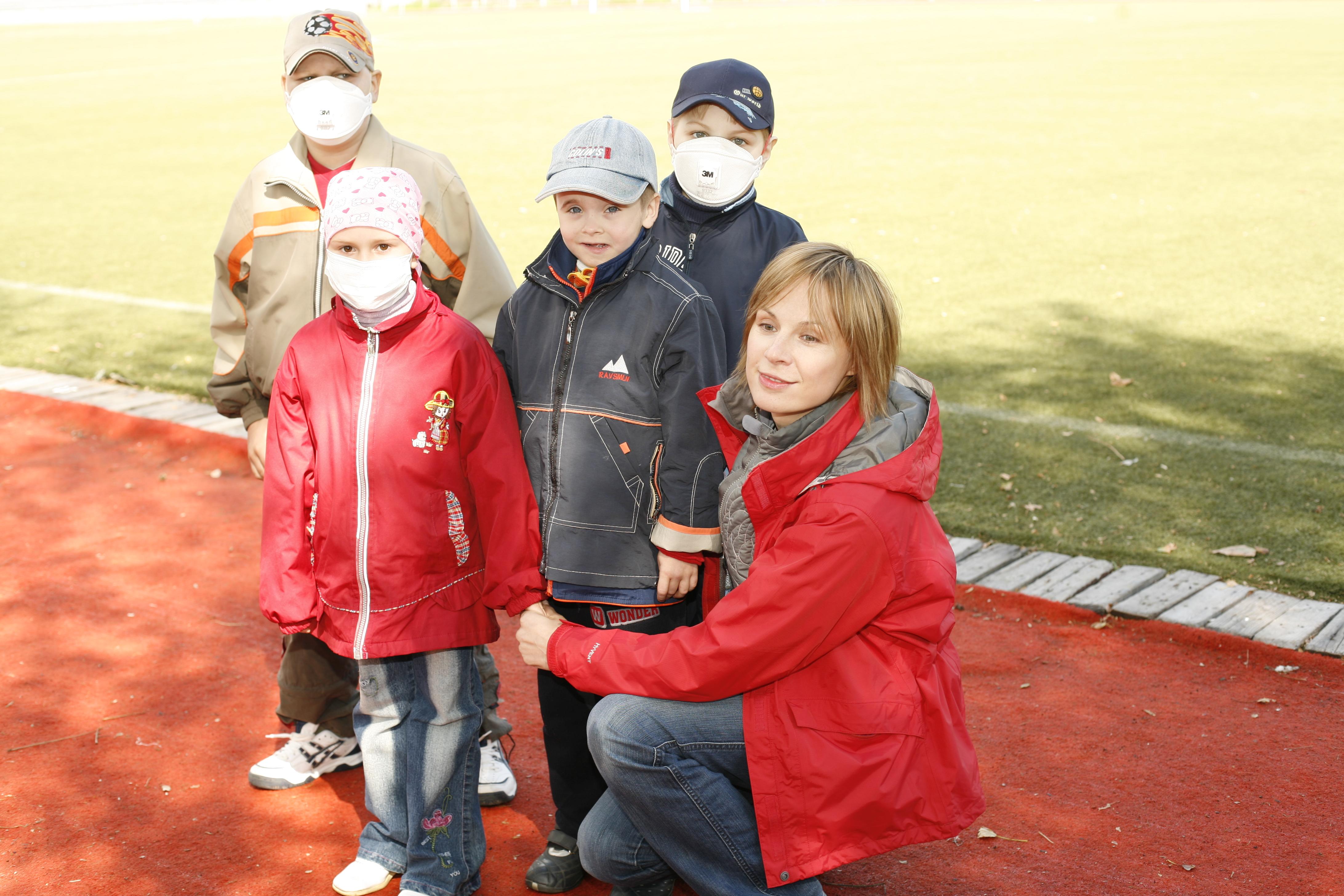 Тренировка в Москве перед благотворительным футбольным матчем в Лондоне, в котором наряду с известными спортсменами и артистами обеих стран, участвовали дети. Сентябрь 2007 г.