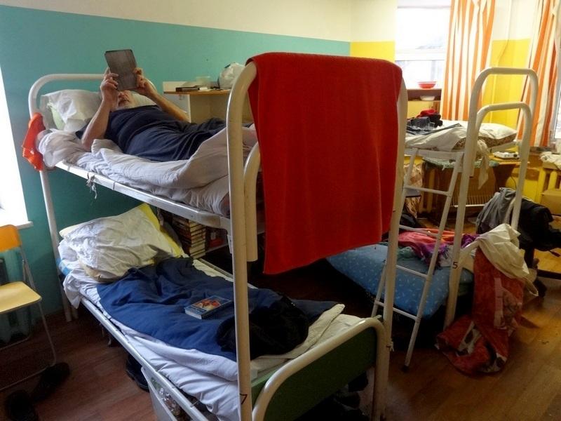 Одна из пяти комнат приюта