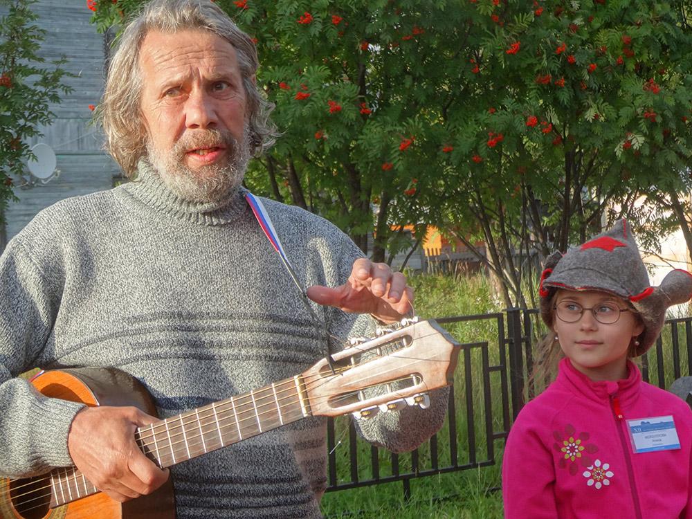 Владимир Шемшученко и обладатель приза зрительских симпатий Алиса Фейзуллова из Владикавказа