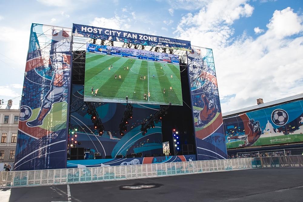 Конюшенная во власти футбола